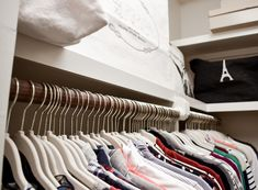 Step-by-step tips for organizing your closet and keeping it that way, including how to style it for your personality and tips for perfectly hung jeans! Jean Organization, Best Closet Organization, Wardrobe Organisation, Closet Nook, Closet Bedroom, Build A Closet, Clothing Storage, Declutter, Closets