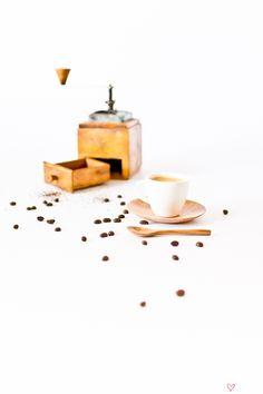 espresso set Coffee Equipment, Caffeine Addiction, Latte Art, Cutting Boards, Coffee Break, Barista, Simply Beautiful, Espresso, Woods