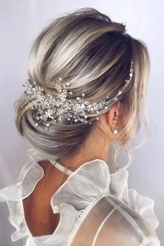 Pearl bridal hair piece Bridal hair accessories Bridal hair vine Bridal hair comb Wedding headpiece Gold hair pieces Wedding hair piece is part of Elegant wedding hair - Wedding Hair Clips, Wedding Hair Pieces, Headpiece Wedding, Bridal Headpieces, Bridal Gowns, Wedding Hairstyles For Long Hair, Bride Hairstyles, Hairstyle Ideas, Elegant Hairstyles