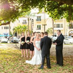 The ceremony took place outside the museum in the late afternoon under the banyan trees. The couple said setting was perfect and the weather was just beautiful, making for a wonderful celebration. Image credit: Andi Diamond Photography