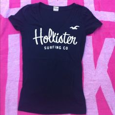 Cute Hollister tee Cute navy blue Hollister tee size XS in great condition!! Hollister Tops Tees - Short Sleeve