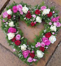 DIY Funeral Flower Arrangements - Guide on how to DIY funeral flowers Diy Sympathy Flower Arrangements, Funeral Floral Arrangements, Modern Flower Arrangements, Sympathy Flowers, Summer Flowers, Pretty Flowers, Diy Flowers, Paper Flowers, Funeral Spray Flowers