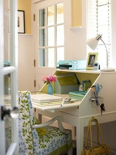 Small work space! Perfect for a bedroom... LOVE, LOVE, LOVE IT!!!!!!!!!!! #office #craftroom