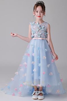 Little Girl Gowns, Gowns For Girls, Frocks For Girls, Girls Dresses, Princess Frocks, Princess Flower Girl Dresses, Princess Outfits, Kids Party Wear Dresses, Baby Girl Party Dresses