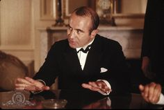 Still of Bob Hoskins in The Cotton Club (1984) http://www.movpins.com/dHQwMDg3MDg5/the-cotton-club-(1984)/still-2225308928