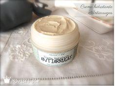 Crema de DÍA para pieles mixtas o normales. Con propiedades antiarrugas y antiflacidez. Elaborada con aceites de avellana y pepita de uva, consuelda, centella asiática y calagüala, y aceites esenciales antiedad y nutritivos.