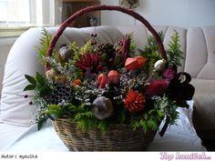 Ikebana Na Hrob Flowers Ikebana Arrangements, Modern Flower Arrangements, Seasonal Decor, Fall Decor, Holiday Decor, Exotic Flowers, Purple Flowers, Ikebana Sogetsu, Flower Sketches