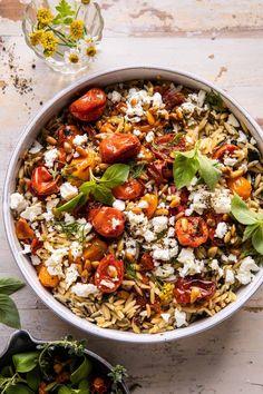 Roasted Tomato Basil and Feta Orzo. - Half Baked Harvest Vegetarian Recipes, Cooking Recipes, Healthy Recipes, Vegetarian Dinners, What's Cooking, Veggie Recipes, Best Smoothie, Feta Pasta, Pasta Salad