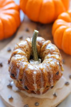Mini Pumpkin Bundt Cakes with Cinnamon Glaze | #thanksgiving #autumn #holiday #food #desserts #baking