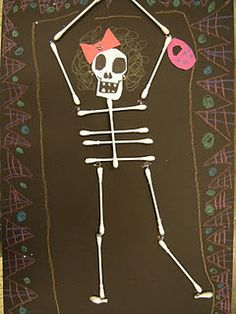 Q-Tip Calacas, Day of the Dead/ Halloween project Art For Kids, Crafts For Kids, Arts And Crafts, 4 Kids, Halloween Projects, Halloween Crafts, Bricolage Halloween, Halloween Activities, Halloween Ideas