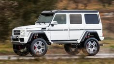 2017-mercedes-benz-g500-4x4-2-concept // roof rack front light pod shape study
