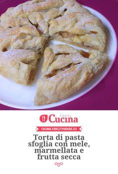 Torta di pasta sfoglia con mele, marmellata e frutta secca