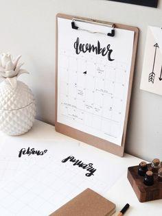 lavori-creativi-fai-da-te-calendario-agenta-attività-quotidine-ufficio-decorazioni-scritta-calligrafia
