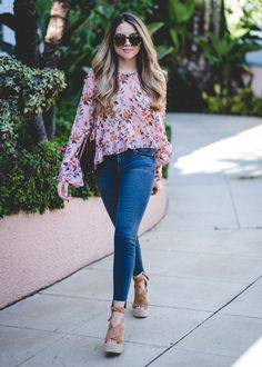 Floral Blouse with Ruffles (The Teacher Diva) Fasion, Fashion Outfits, Womens Fashion, Style Fashion, Diva Fashion, Floral Blouse Outfit, Bluse Outfit, Colorful Fashion, Stylish Outfits