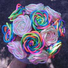 Pastel rainbow rose bouquet can be made with custom colors Rainbow Loom Patterns, Rainbow Loom Creations, Rainbow Loom Bands, Rainbow Loom Charms, Rainbow Loom Bracelets, Rubber Band Crafts, Rubber Bands, Fun Loom, Loom Craft