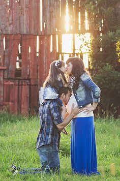 Maternity Pose Family of 3 Cute Backlight Barn Sunshine Country Kayleigh Ross Photography