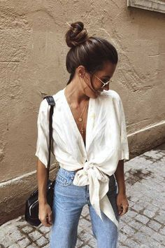 Casual knotted shirt with high waisted denim jeans. Casual knotted shirt with high waisted denim jeans. Trendy Summer Outfits, Summer Fashion Outfits, Spring Summer Fashion, Spring Outfits, Cute Outfits, Girl Outfits, Stylish Outfits, Summer Fashions, Couture Week
