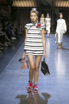 Discover Videos and Pictures of Dolce & Gabbana Summer 2016 Womenswear Fashion Show on Dolcegabbana.com.