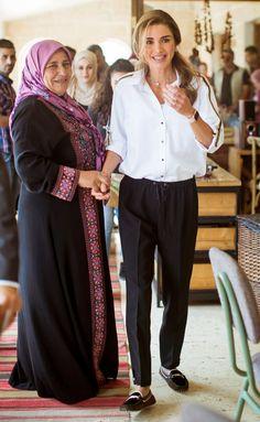 Pintgrams - Just another WordPress site Rush Outfits, Mom Outfits, Fashion Outfits, Fashion Line, Royal Fashion, Jordan Royal Family, Royal Clothing, Queen Rania, Estilo Real