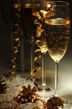 Champagne Bottle Decorations for Your Merry Christmas Table New Year's Eve Celebrations, New Year Celebration, Christmas And New Year, Merry Christmas, Christmas Photos, Auld Lang Syne, Illustration Noel, Happy New Year 2016, Nouvel An