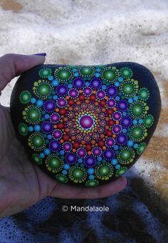 Image of Natural Heart stone Mandala Mandala Painted Rocks, Painted Rocks Kids, Mandala Rocks, Mandala Art, Stone Mandala, Mandala Painting, Painted Stones, Dot Art Painting, Stone Painting