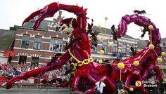 Schorpioen en boogschutter - Bloemencorso Zundert by Omroep Brabant, via Flickr