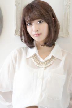 横顔美人になれるミディアムボブ♡前髪あり&センター分けヘアカタログ|MERY [メリー]