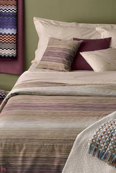The Ron bed set by Missoni Home will colour up your nights with freshness and style.