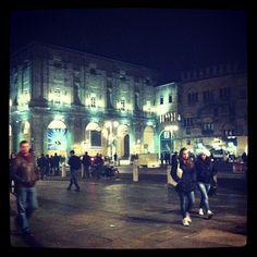 Cartolina da Parma: piazza Garibaldi - Instagram by @lafemmeduchef