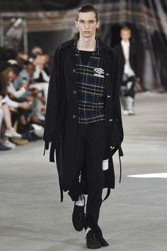 Off-White Spring 2017 Menswear Fashion Show - Paris Fashion Week - Bxy Frey