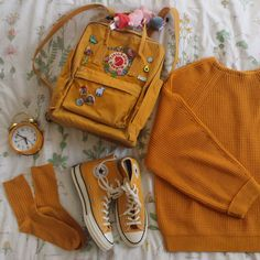 what color is your backpack/bag? also i always get asked where the flower pa Mochila Kanken, Mochila Jansport, Mini Mochila, Grunge Style, Soft Grunge, Art Hoe Aesthetic, Aesthetic Clothes, Yellow Kanken, Look 80s