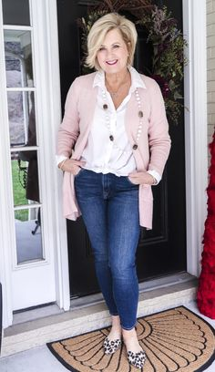 54 Casual Spring Work Outfits For Women Over 40 Fashion For Women Over 40, 50 Fashion, Fashion Outfits, Fashion Belts, Petite Fashion, Fashion Spring, Fashion 2018, Curvy Fashion, Fashion Bloggers