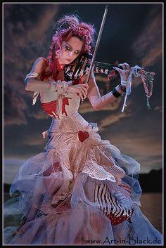 Emilie Autumn gives a helluva concert