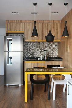 The small american kitchen It is a trend in recent years due to the growth of smaller residences. In this way, the integrated social environments make. Kitchen Room Design, Modern Kitchen Design, Home Decor Kitchen, Interior Design Kitchen, Room Interior, Home Kitchens, Kitchen Ideas, Small American Kitchens, Cuisines Design