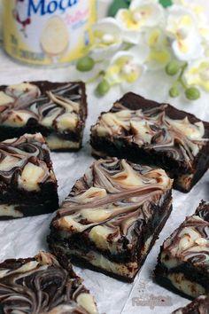 Chocolate chip cookies bars mini ideas for 2019 Fun Easy Recipes, Easy Cookie Recipes, Sweet Recipes, Cake Recipes, Dessert Recipes, Chocolate Chip Cookie Bars, Chocolate Brownies, Chocolate Desserts, Cookie Dough Cake