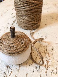 Diy Twine Pumpkins - The Shabby Tree Autumn Crafts, Thanksgiving Crafts, Holiday Crafts, Thanksgiving 2020, Diy Pumpkin, Pumpkin Crafts, Fall Halloween, Halloween Crafts, Halloween Decorations