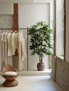 Sessùn Madrid © Pablo Zamora Boutique Interior, Commercial Interior Design, Commercial Interiors, Hawaii Homes, Minimal Home, Retail Interior, Retail Design, Store Design, Layout