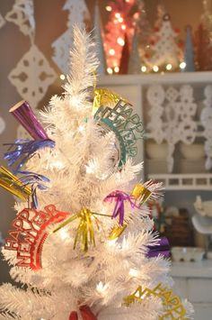 New years eve tree - add party accessories for your guests to choose from when they arrive New Years Eve 2017, New Years Eve Day, New Years Tree, New Years Party, Christmas And New Year, Christmas Time, Christmas Bulbs, Holiday Tree, Holiday Fun