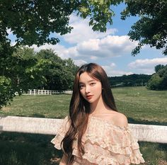 Image may contain: one or more people, people standing, tree, outdoor and nature Pretty Korean Girls, Korean Beauty Girls, Cute Korean Girl, Beautiful Asian Girls, Asian Beauty, Ulzzang Girl Selca, Mode Ulzzang, Ulzzang Korean Girl, Korean Girl Photo