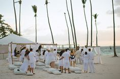 love weddings where all the guests wear white...the pics look so chic!
