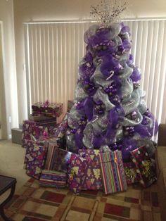 christmas tree decorating with purple deco mesh - Purple Christmas Tree Decorations