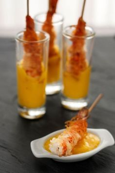 Crunchy shrimp skewers with Mango dipping sauce. A simple and delicious Spanish pintxo!