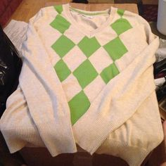 Old navy argyle sweater Old navy argyle green and tan sweater, size large, very comfy Old Navy Sweaters