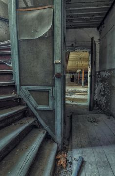 Photos Of Stairs In Abandoned Buildings That I've Collected Over The Years by Christian Richter Old Abandoned Buildings, Abandoned Property, Abandoned Mansions, Old Buildings, Abandoned Places, Stairway To Heaven, Urban Decay Photography, Building Stairs, Haunted Places