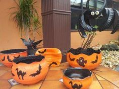 Tire pumpkin Tire Planters, Flower Planters, Flower Pots, Halloween Wood Crafts, Halloween Crafts, Holidays Halloween, Halloween Themes, Tyres Recycle, Repurpose