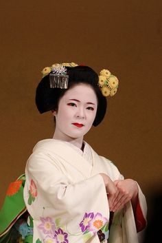 Maiko wearing kiku kanzashi for october (2014). She also wears a nice spider chrystanthemum meazashi.