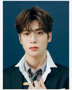 """Jaehyun is always beautiful, but wearing specs? Jaehyun Nct, Nct 127, Winwin, Taeyong, Kpop, Grupo Nct, Id Photo, Jung Yoon, Jung Jaehyun"