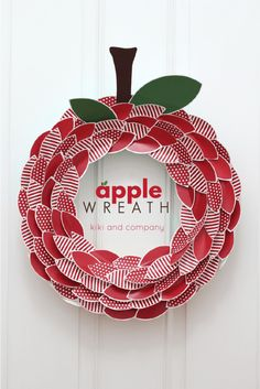 Free printable paper apple wreath from kiki and company. Super cute for Back to School!