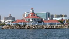 Photographs, history, travel instructions, and GPS coordinates for Long Beach Harbor Lighthouse.