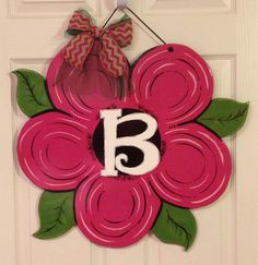 Spring. Flower door hanger in MDF. Personalized and and color.
